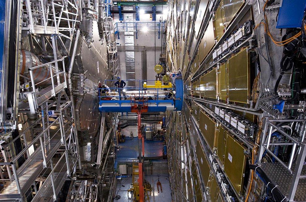 Сборка Большого адронного коллайдера