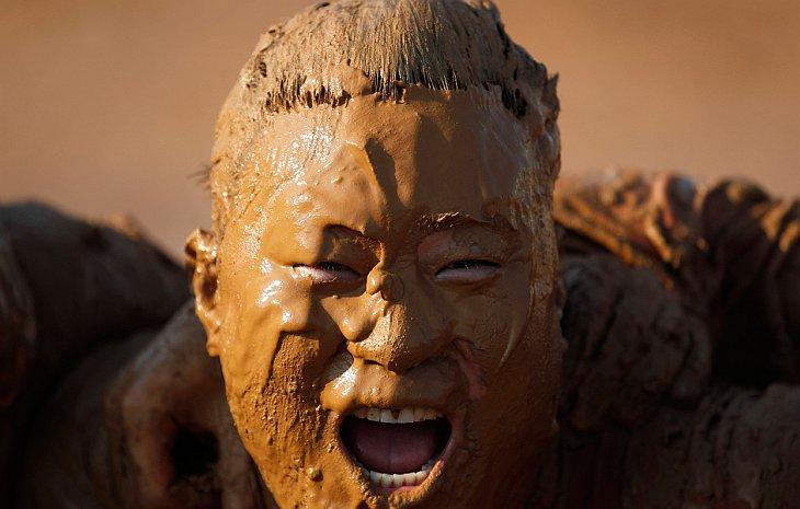 Безумные соревнования: по колено в грязи