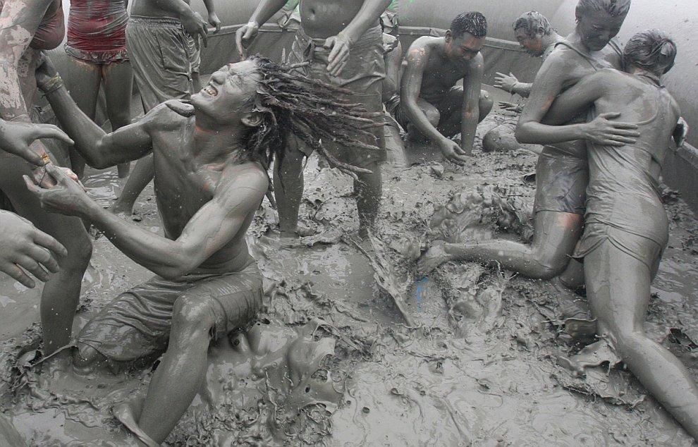 Фестиваль Грязи в Порёне
