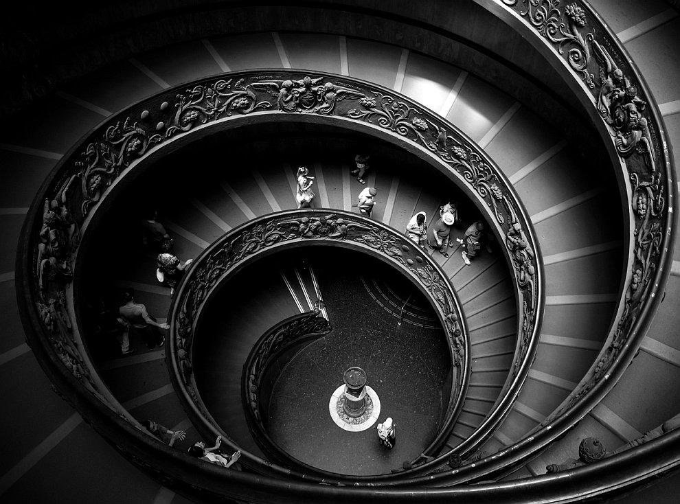 Винтовая лестница в музее Ватикана