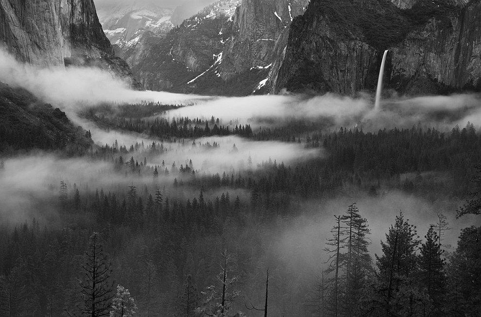 Апрельское утро в Национальном парке Йосемити в Америке