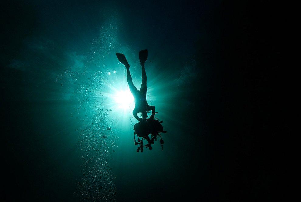 Силуэт аквалангиста