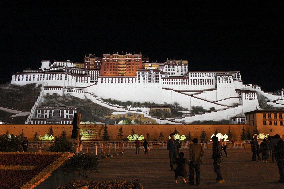 Ночной вид дворца Потала