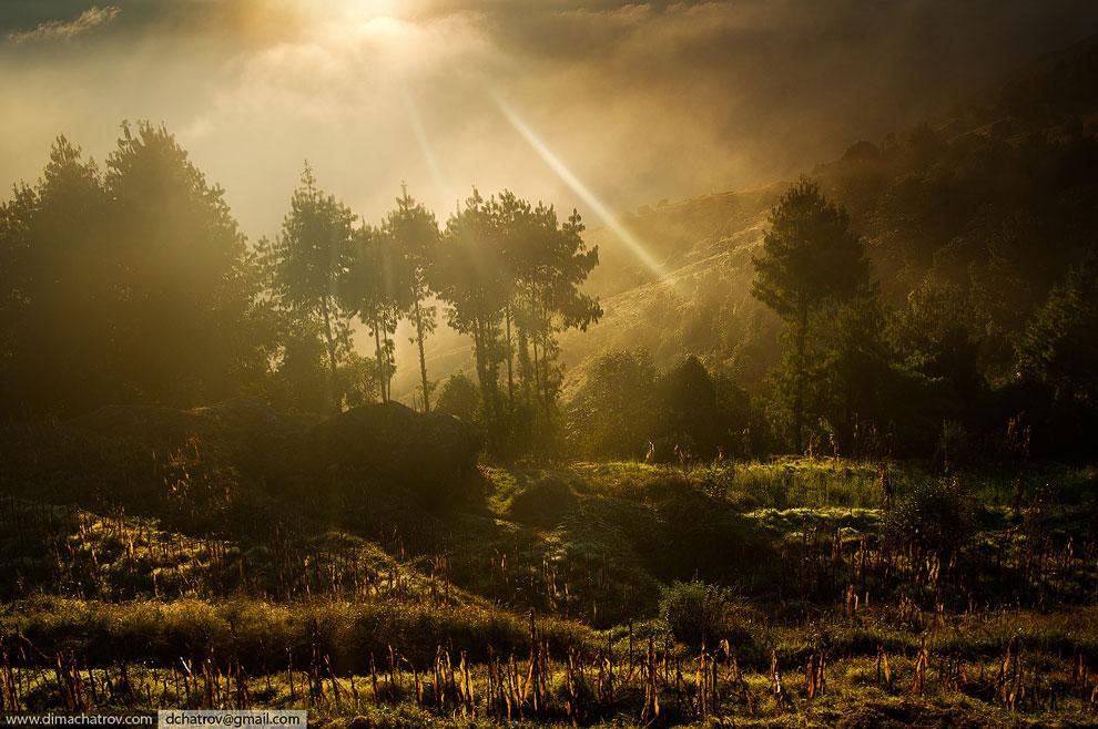 Рассвет на одном из Непальских треков