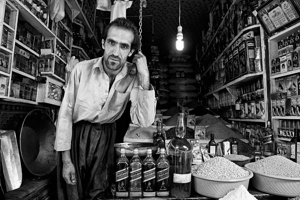 Продавец в лавке