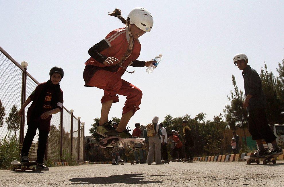 Маленькие радости — покататься на скейтборде