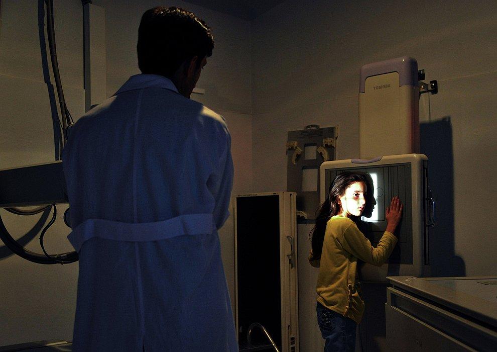 В рентген-кабинете французского медицинского института для детей в Кабуле
