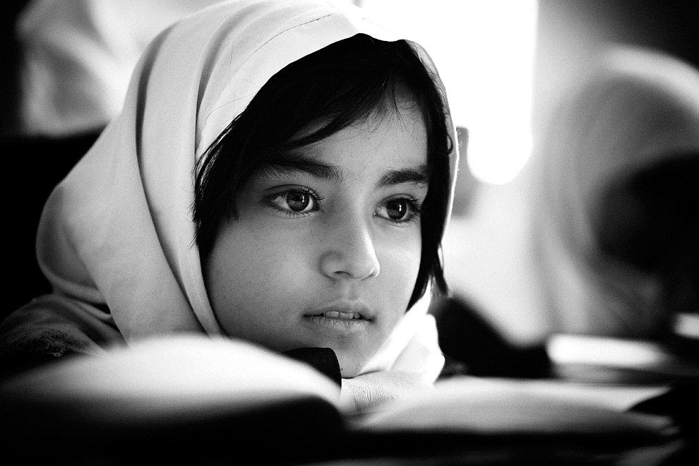 В школе за партой.  Герат, Афганистан