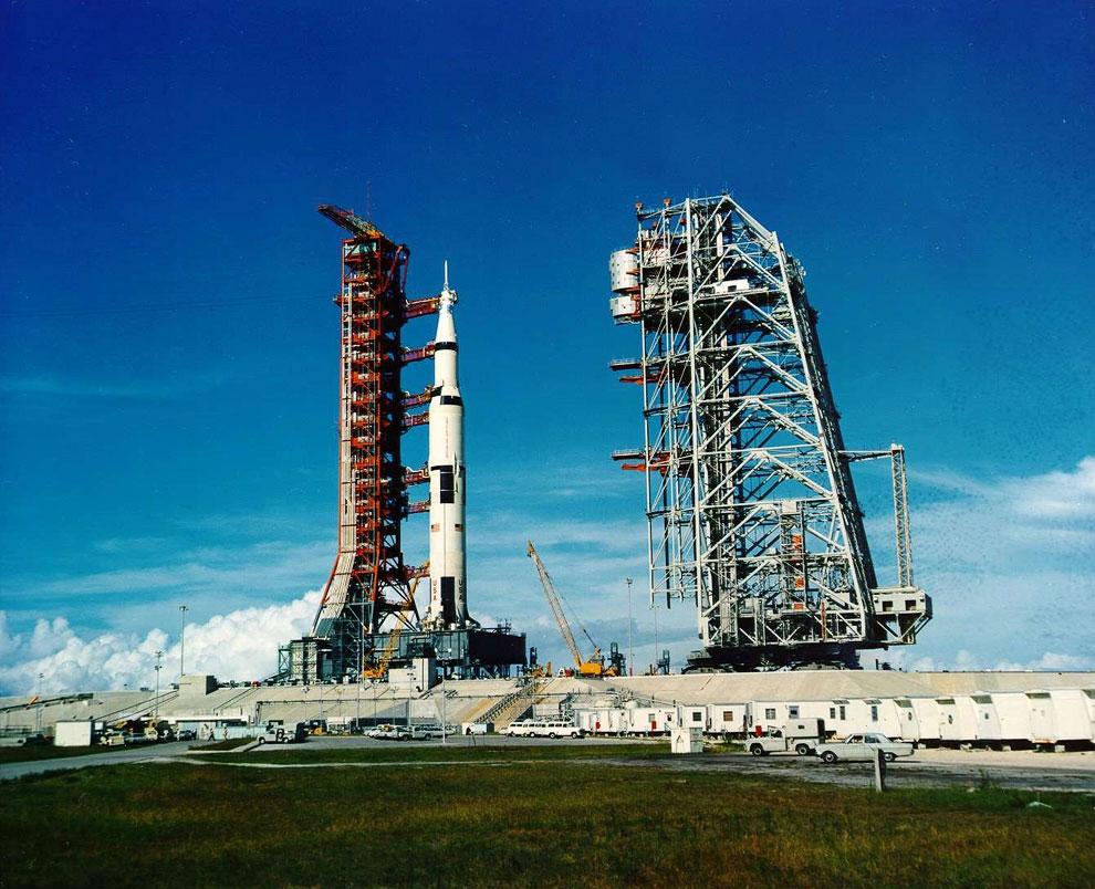 Ракета Saturn V с космическим кораблем «Аполлон-11»