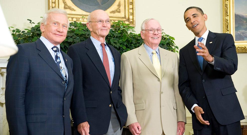 Эдвин Базз Олдрин, Майкл Коллинз, Нил Армстронг и президент США Барак Обама