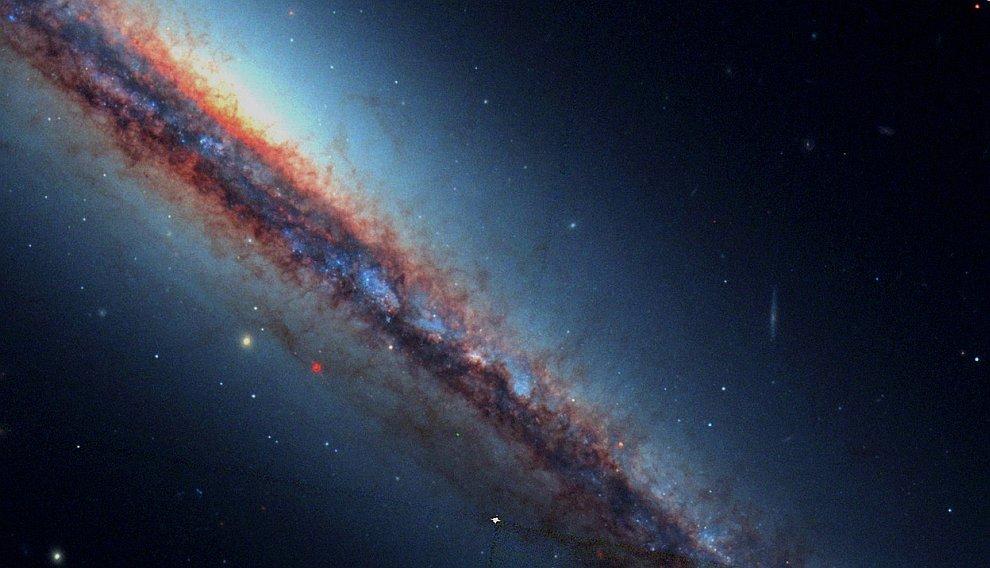 Изображение галактики NGC 4217 в созвездии Гончие Псы