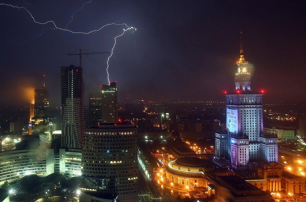Гроза в Варшаве, Польша, 20 июня 2012
