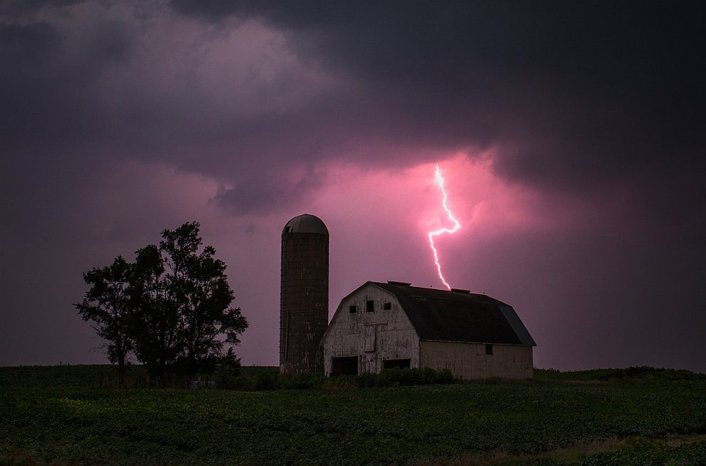 Красивый удар молнии в штате Айова