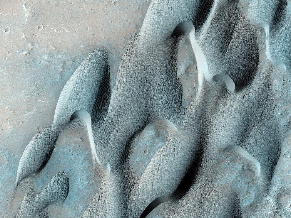 Дюны в кратере Гершель на Марсе