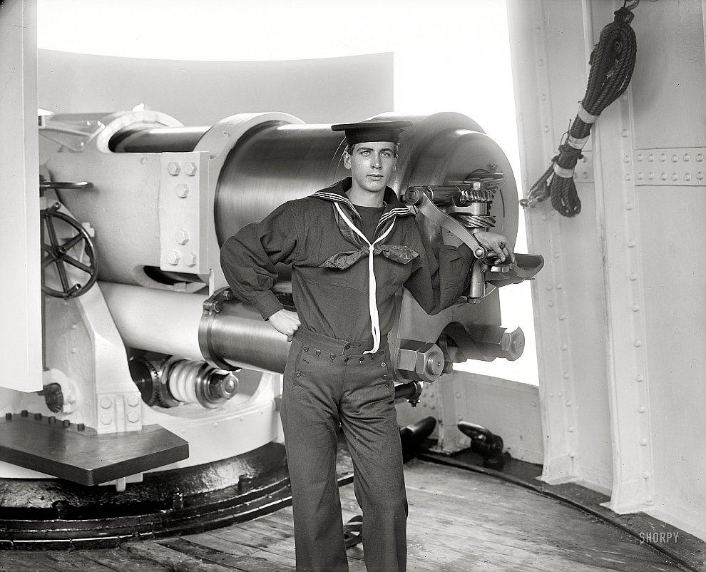 Член команды бронепалубного крейсера Чикаго, 1900 год