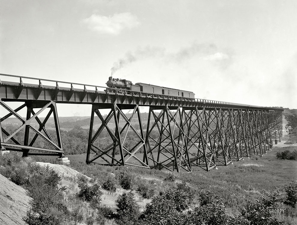 Железнодорожный виадук над оврагом в штате Айова, 1902 год