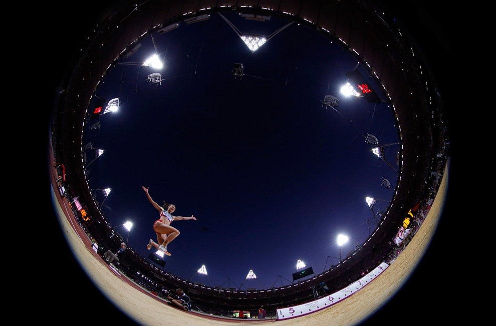 Белорусская прыгунья в длину АнастасияМирончик-Иванова на Олимпийском стадионе в Лондоне