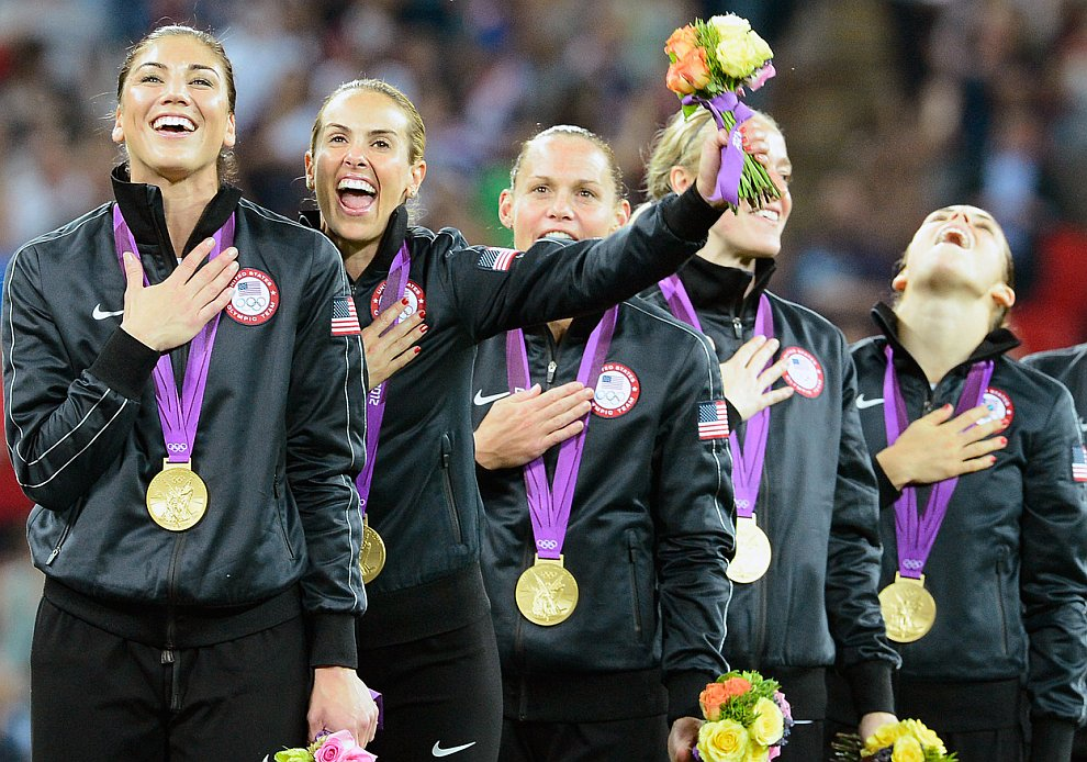 Американки завоевали золотые Олимпийские медали в женском футболе, победив сборную Японии на стадионе Уэмбли