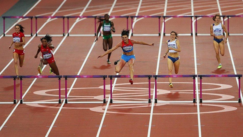 Наша Наталья Антюх выиграла золото чемпионата России в беге на 400 метров с барьерами