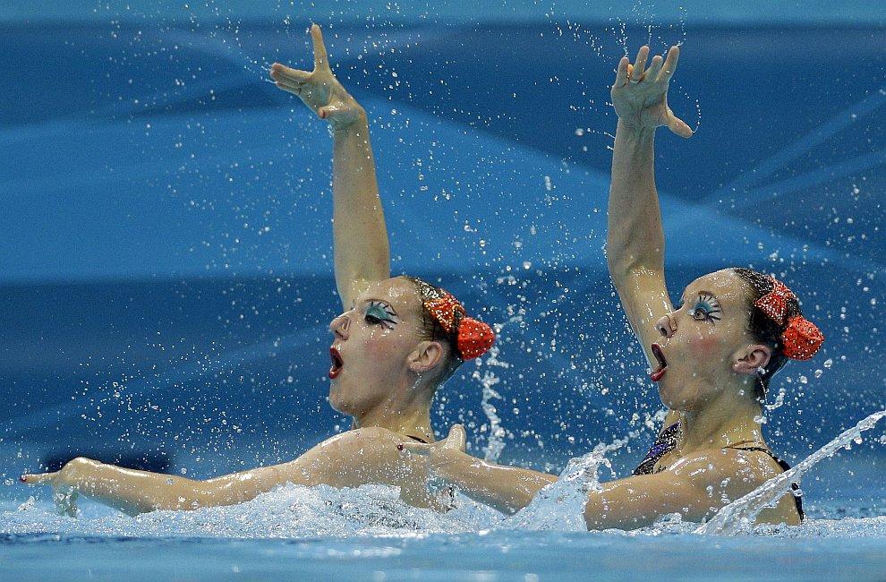 Наши синхронистки Наталья Ищенко и Светлана Ромашина принесли сборной России золотую медаль Игр-2012 в соревнованиях дуэтов по синхронному плаванию
