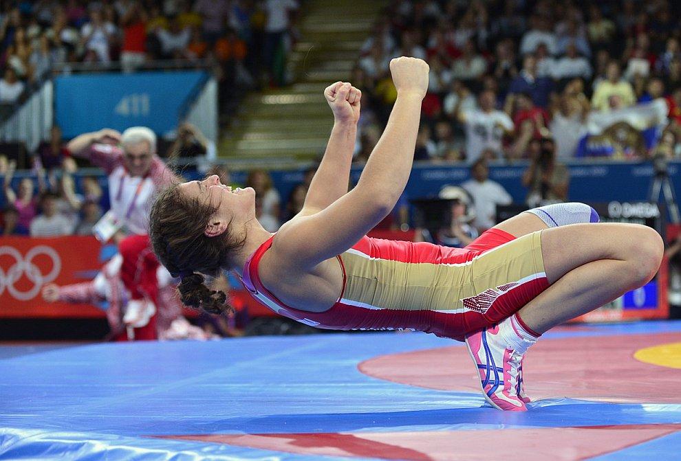 Россиянка Наталья Воробьева завоевала золотую медаль в соревнованиях по вольной борьбе