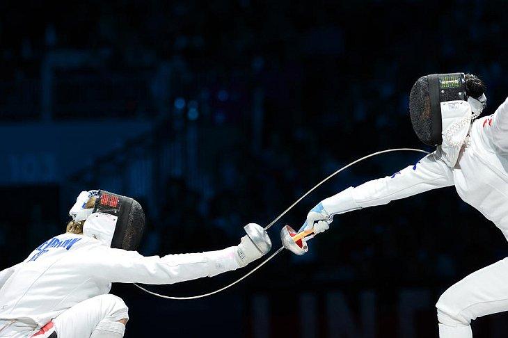 Корейская шпажистка Шин А Лам в поединке 1/2 финала Олимпиады-2012 против немки Бритты Хайдеманн