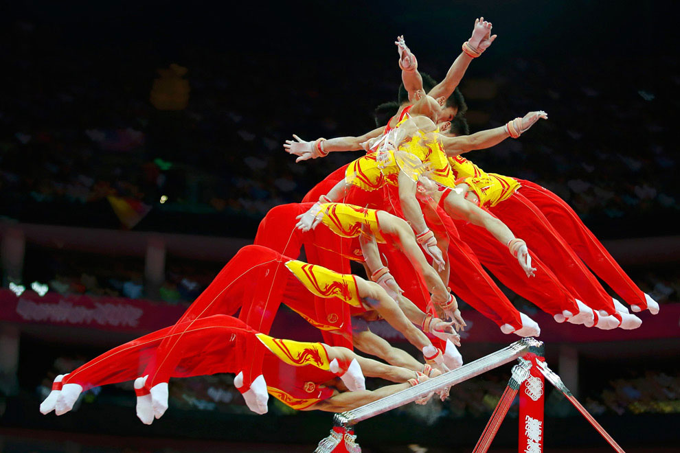 Соревнование по спортивной гимнастике у мужчин