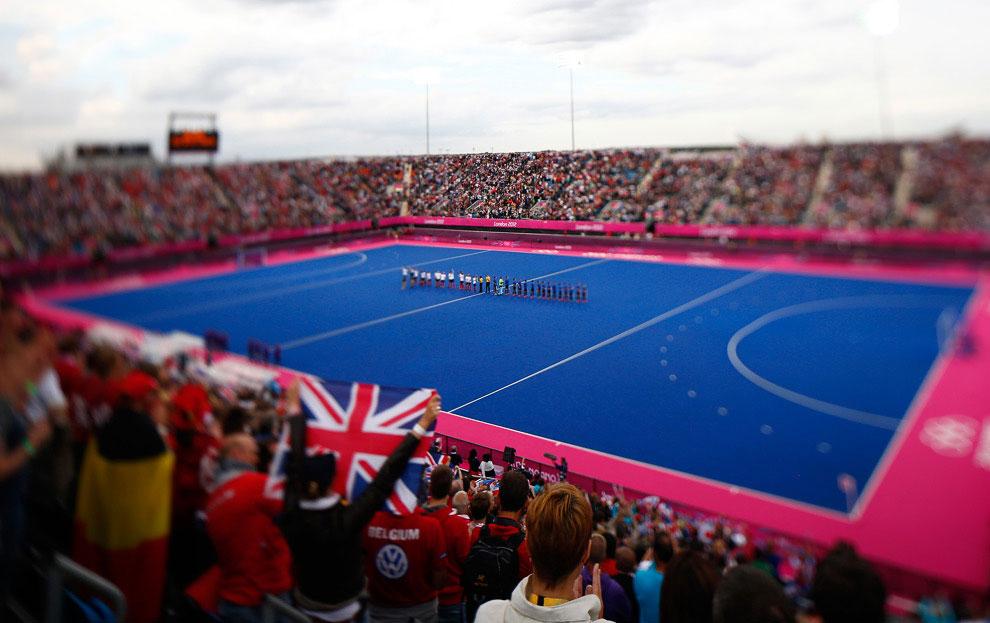 Игроки сборных Великобритании и Аргентины перед началом хоккейного матча
