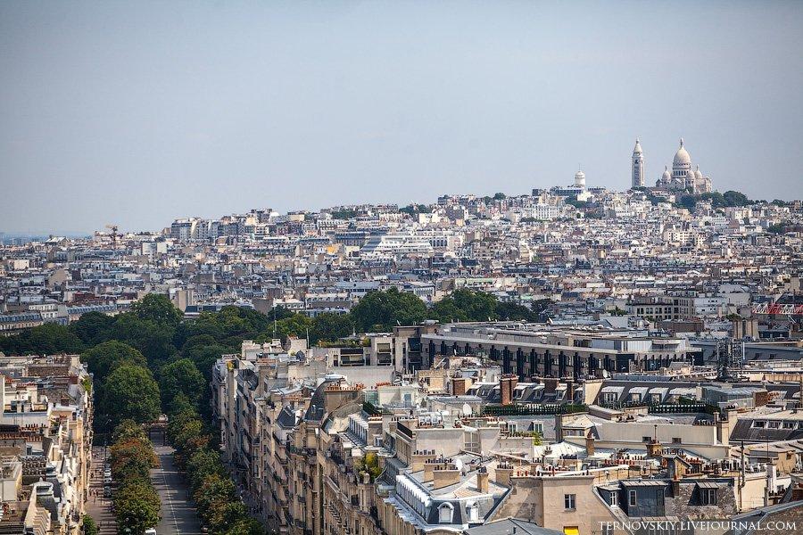 К триумфальной арке в Париже можно попасть только по подземным переходам