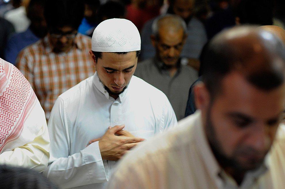 Началом каждого месяца исламского лунного календаря считается следующий день после новолуния