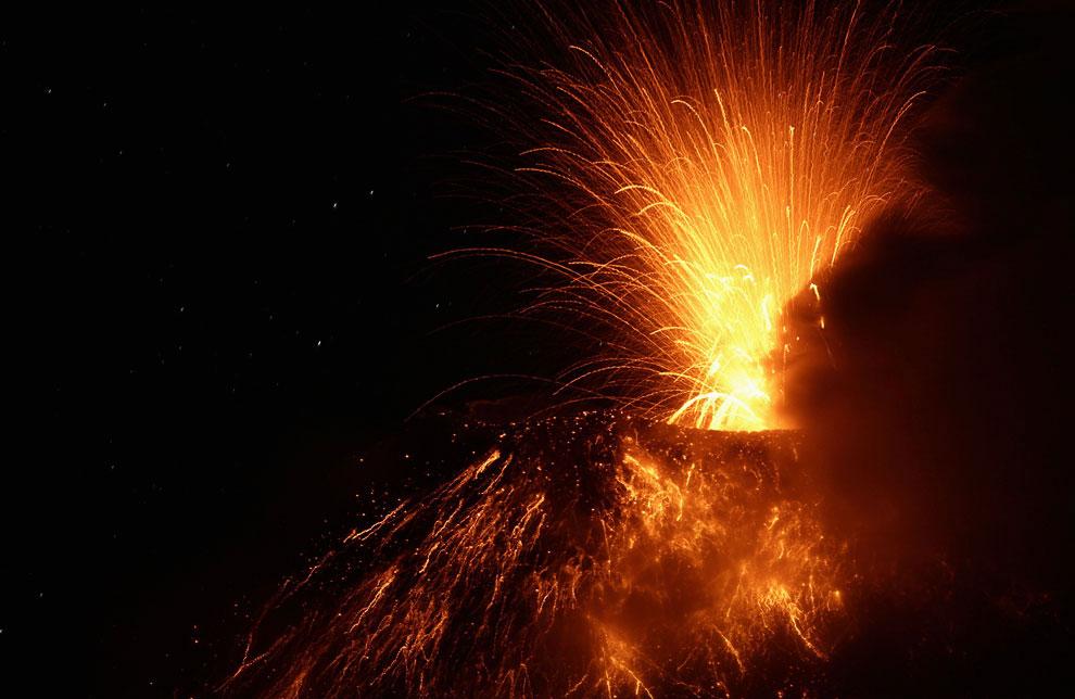 Извержение вулкана Тунгурауа на Эквадоре
