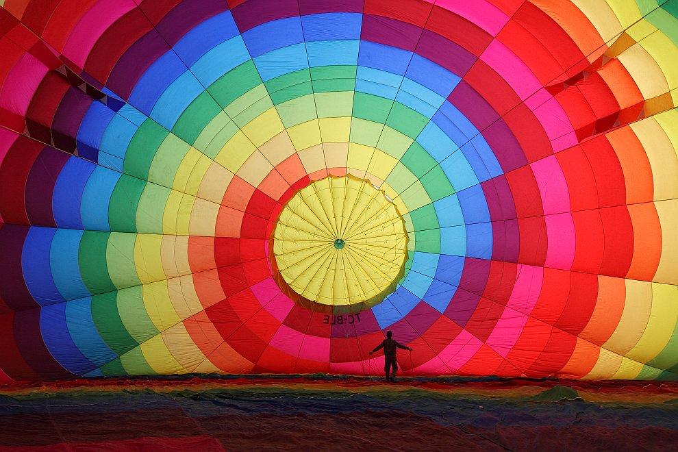 Наполнение воздушного шара перед полётом над Каппадокией, Турция