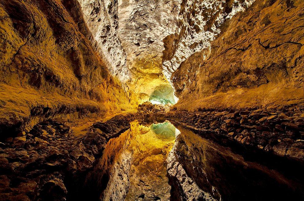 Отражение в воде, Куэва-де-лос-Вердес, Канарские острова, Испания
