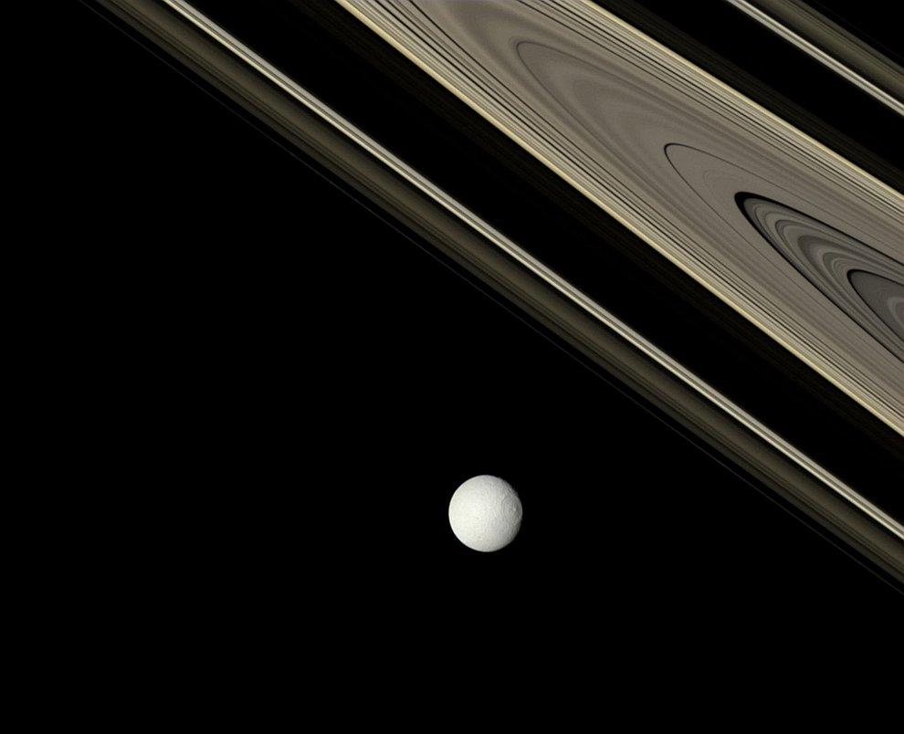 Спутник Сатурна — Тетис и кольца