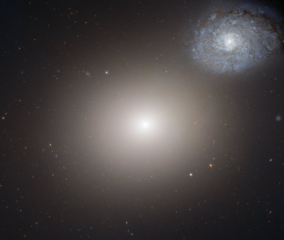 Эллиптическая галактика M60 и спиральная галактика NGC 4647