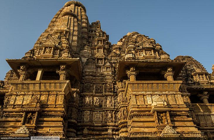 Внешний вид храма Кандарья-Махадева