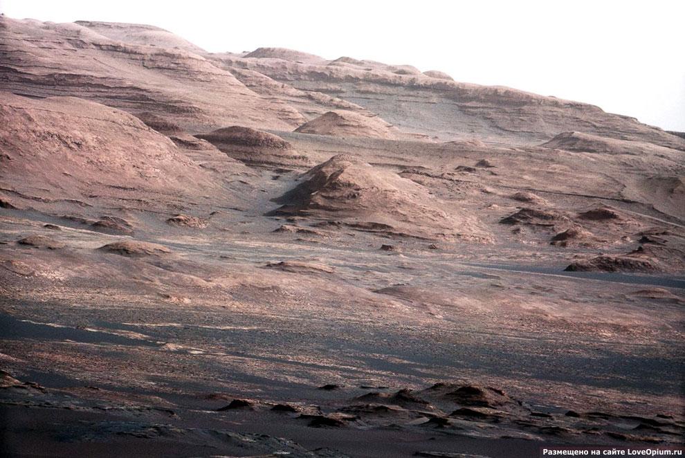 Цветная фотография подножия горы Шарп