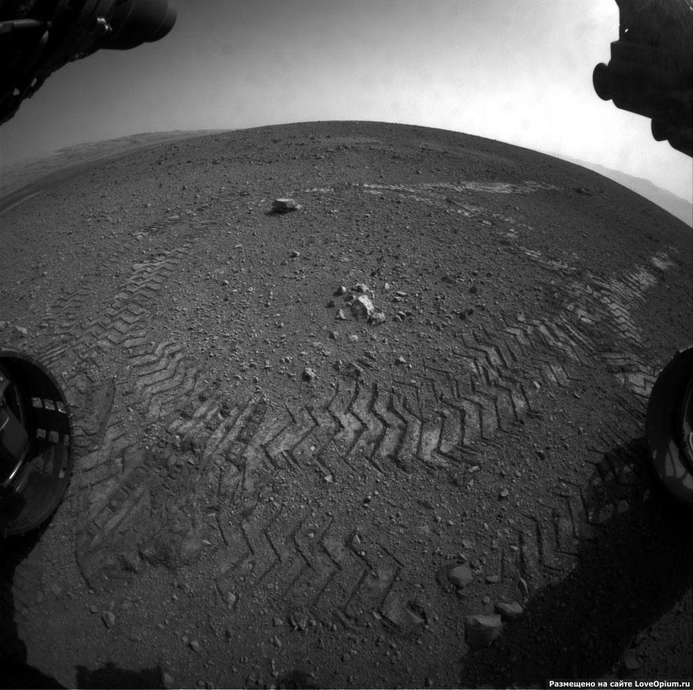 Следы марсохода на поверхности Марса