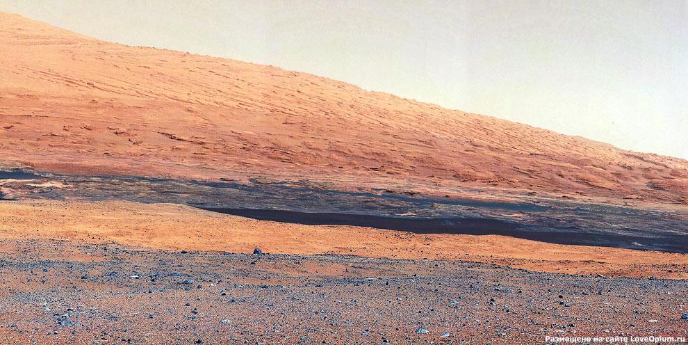 Интересная геология Красной планеты у подножия горы Шарп