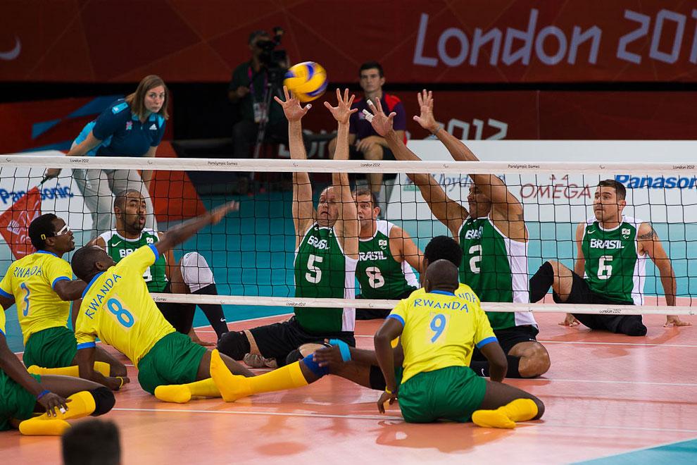 Встреча по сидячему волейболу