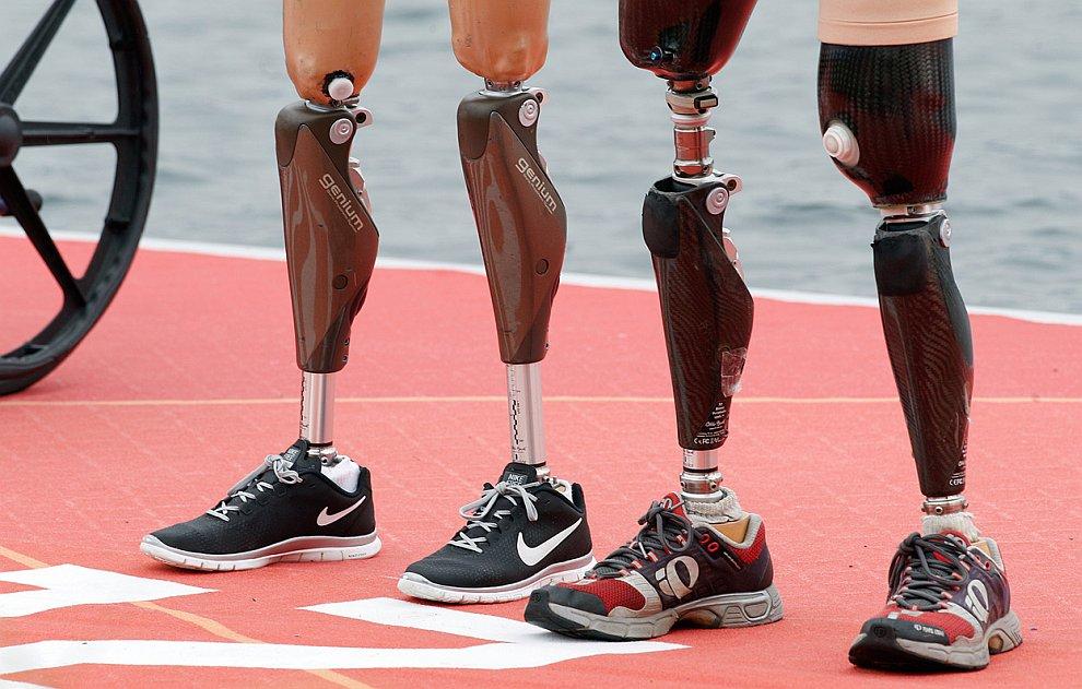 Церемония награждения бронзовых призеров олимпиады в соревнованиях по гребле