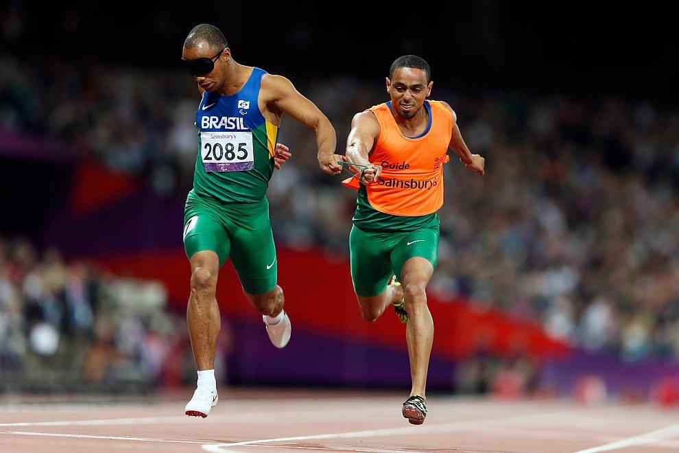 Финал бега на 200 метров в классе Т11