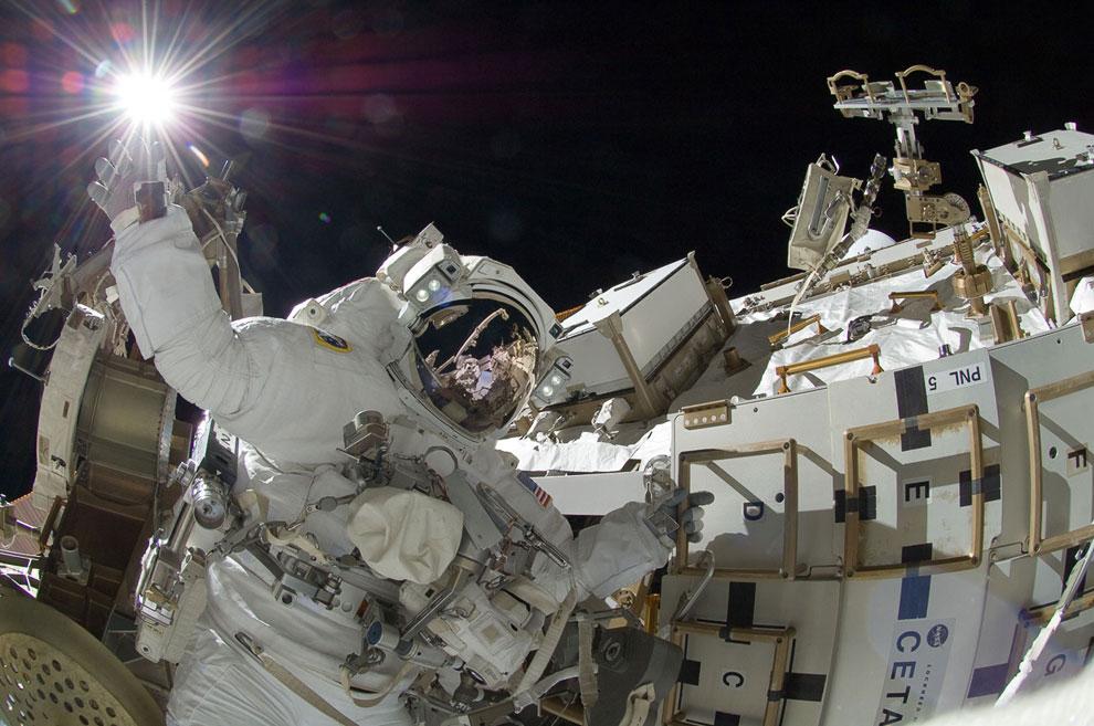Эпическая фотография астронавта НАСА, бортинженера Суниты Уильямс