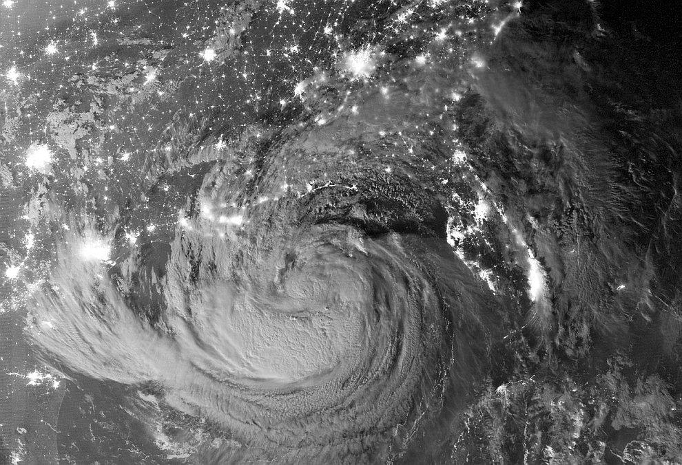 Так выглядел из космоса ураган «Исаак» 28 августа 2012
