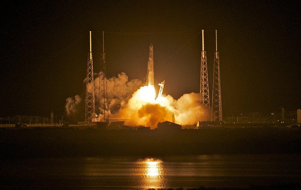 1-й частный космический корабль SpaceX Dragon