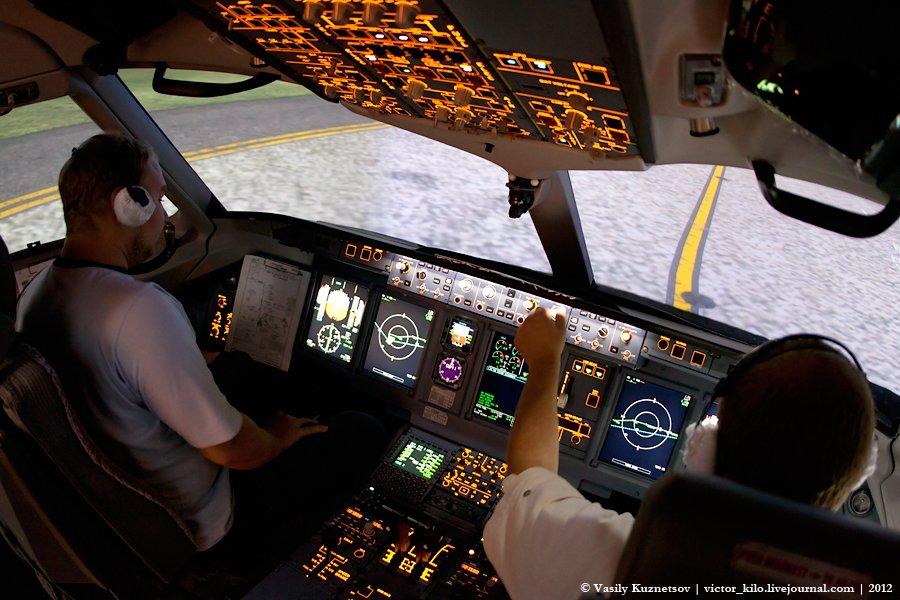 Aeroflot pilots at Sukhoi SuperJet FFS