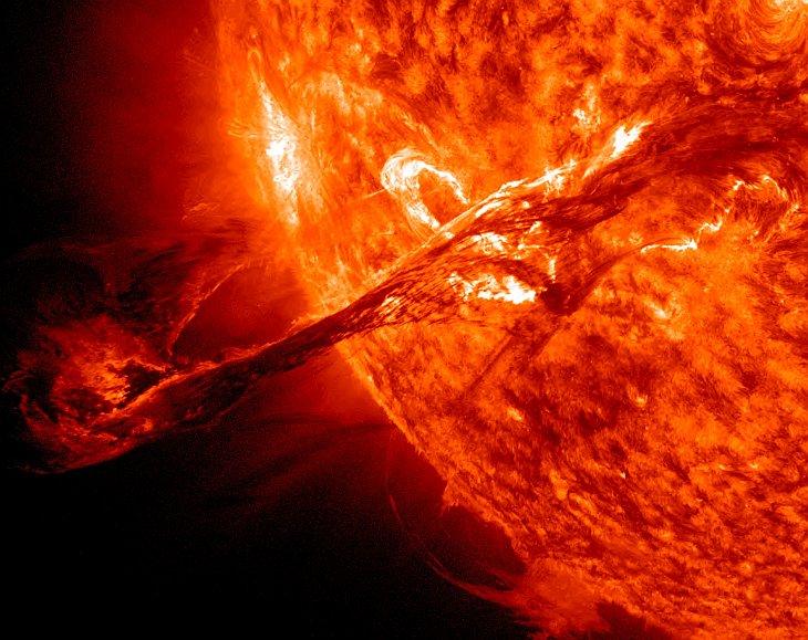 Гигантская вспышка на Солнце