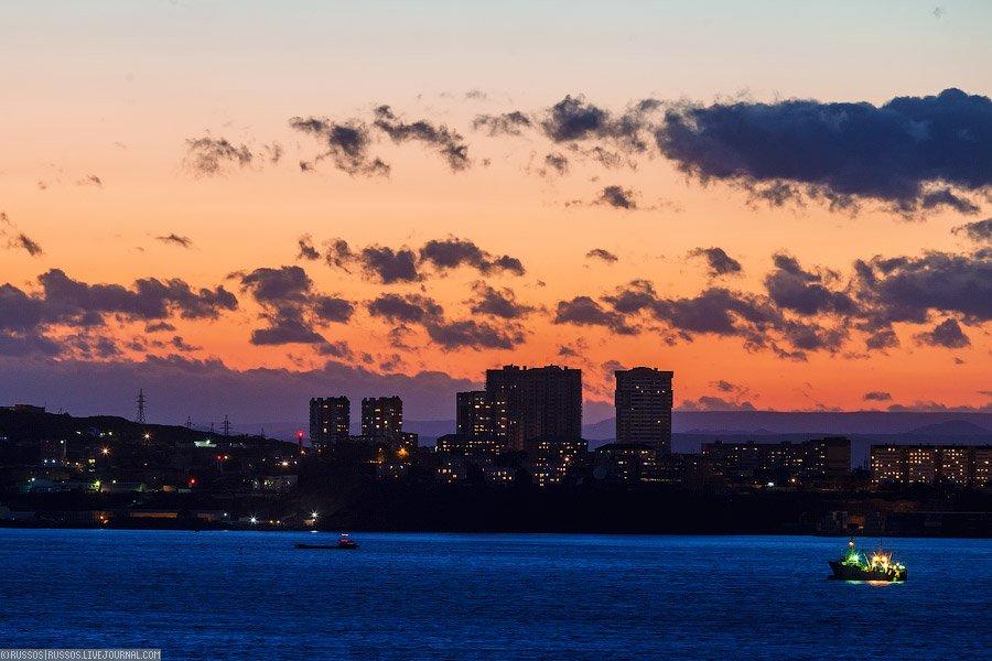 Владивосток на фоне заката