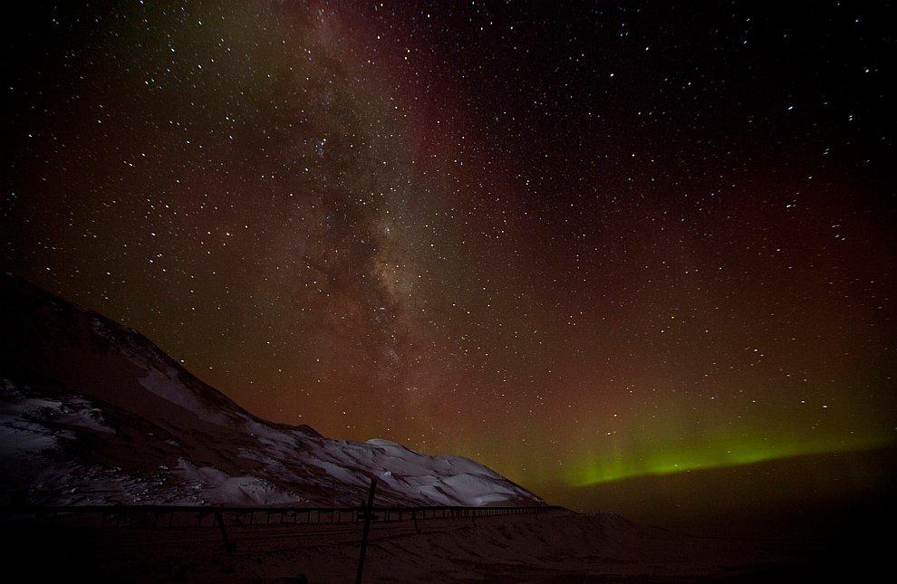 Наша Галактика Млечный Путь и южное северное сияние