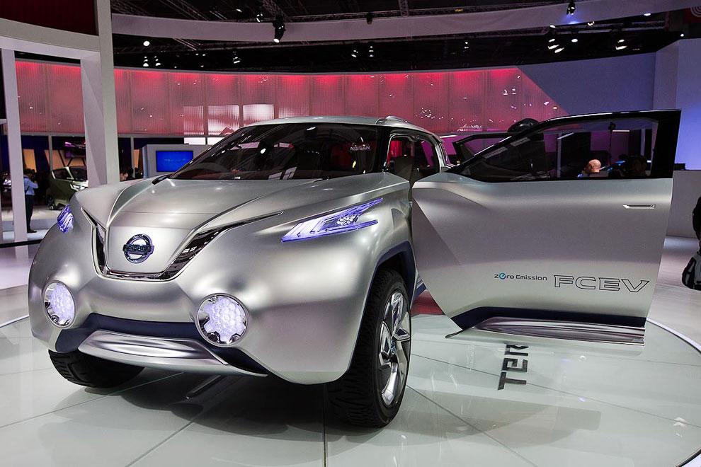 На стенде у Ниссана прошла премьера концепта автомобиля с водородным двигателем TeRRA